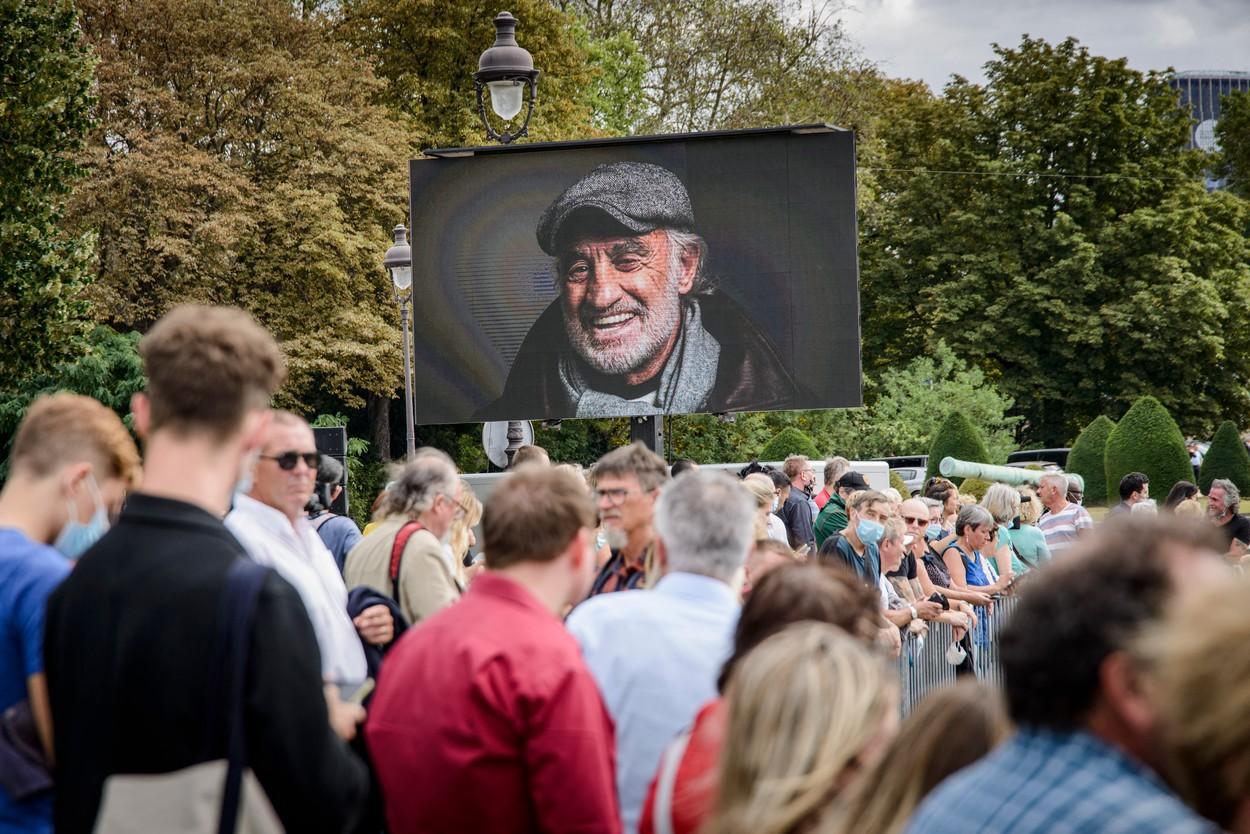 Jean-Paul Belmondo, legendă a cinematografiei franceze, a fost condus pe ultimul drum. Ceremonia fastuoasă care i-a fost dedicată
