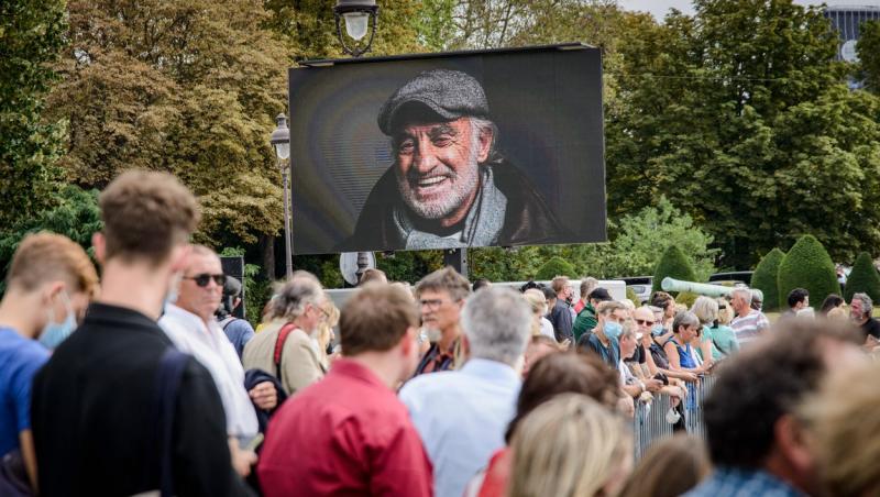 Imagini de la ceremonia dedicata lui Jean-Paul Belmondo, legendă a cinematografiei franceze