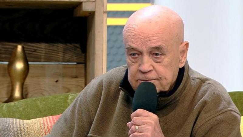 Benone Sinulescu, vorbin la microfon, la Antena 1