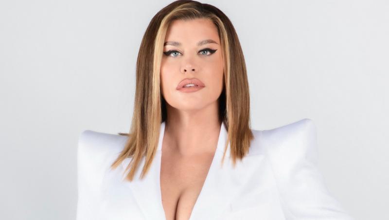 Loredana, într-o ținută albă