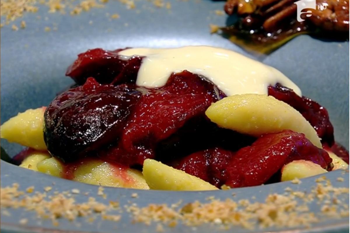 Rețeta zilei la Super Neatza, 10 septembrie 2021. Desert de toamnă cu prune, paste și budincă de vanilie, preparat de Vlăduț