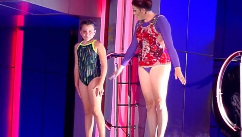 """Sandy Medini a sărit alături de fiica sa și a demonstrat că este o concurentă extrem de ambițioasă, în finala """"Splash! Vedete la apă"""""""