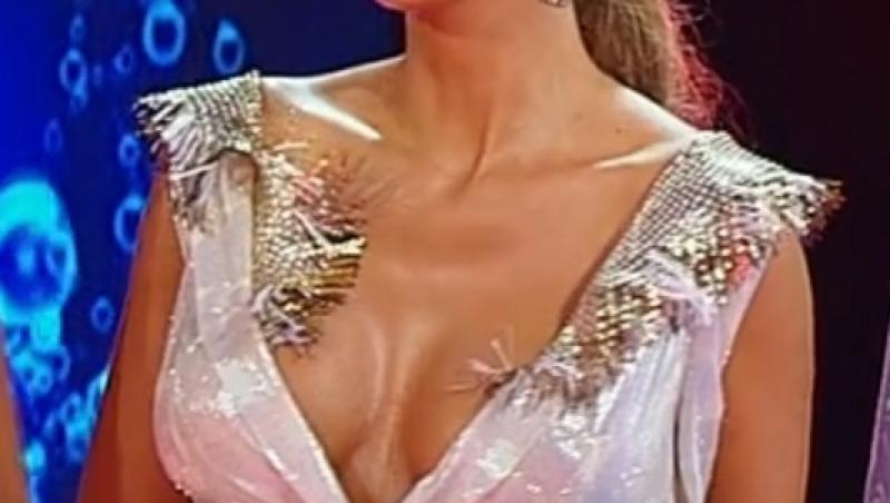 """Anna Lesko a purtat o rochie roz în finala emisiunii """"Splash! Vedete la apă"""" de la Antena 1"""