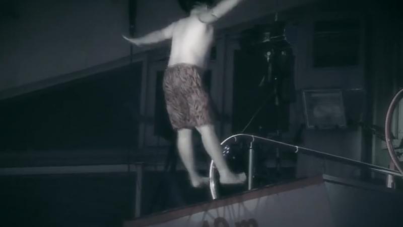 Concurentul s-a dezechilibrat în aer și a avut o cădere dureroasă în apă