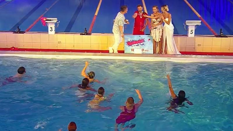 """Marele câștigător de la """"Splash! Vedete la apă"""" a primit un trofeu în valoare de 10.000 de euro"""