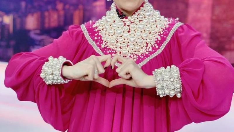 Alexandra Tudor într-o rochie roz