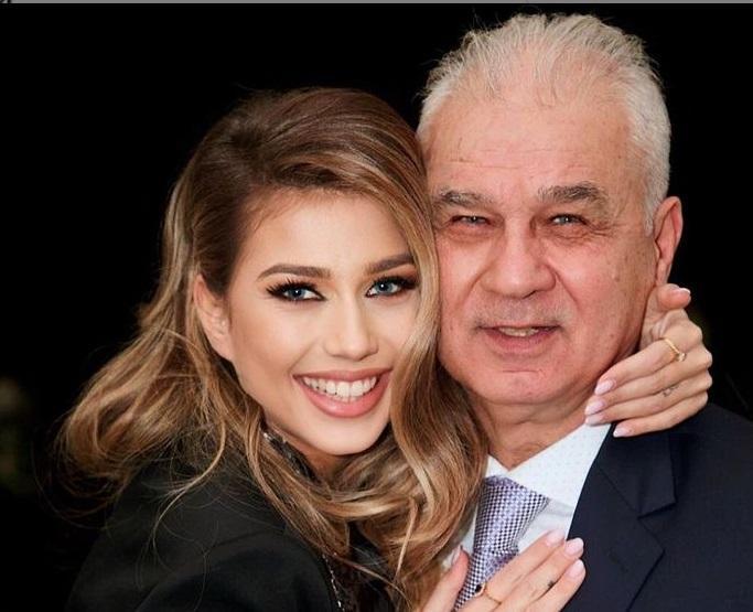 Fiica lui Anghel Iordănescu s-a căsătorit și mireasa a atras toate privirile. Ce rochie deosebită a ales