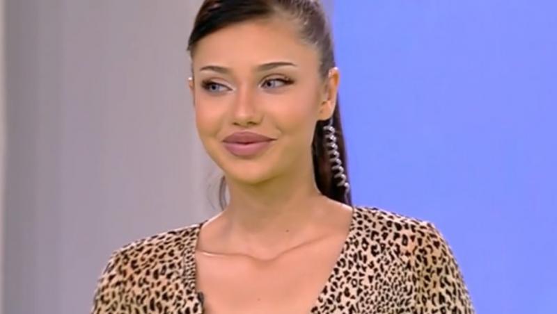 Roxana Ferariu într-o rochie animal print