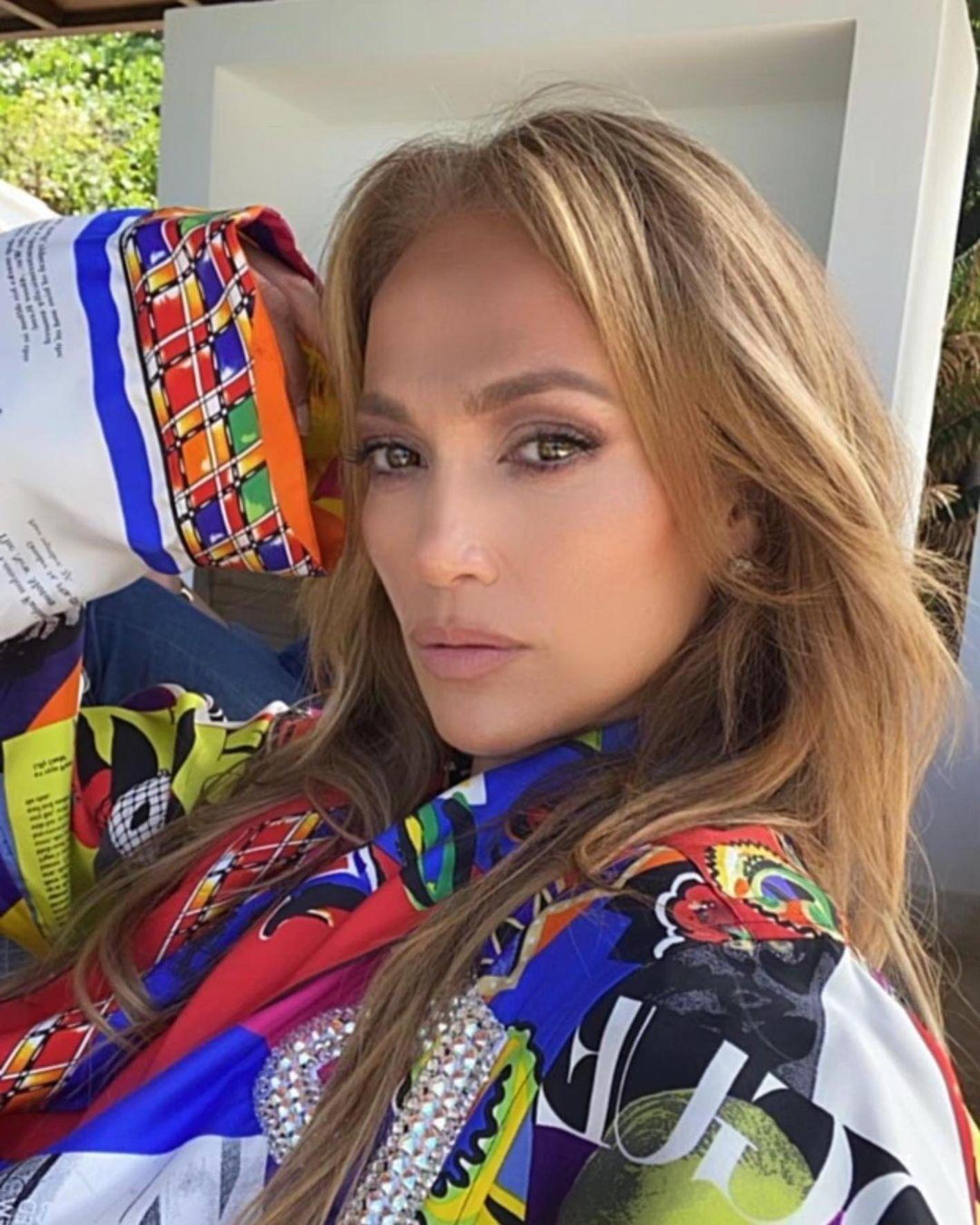 Jennifer Lopez a arătat perfect într-o rochie cu decolteu abisal la Met Gala 2021