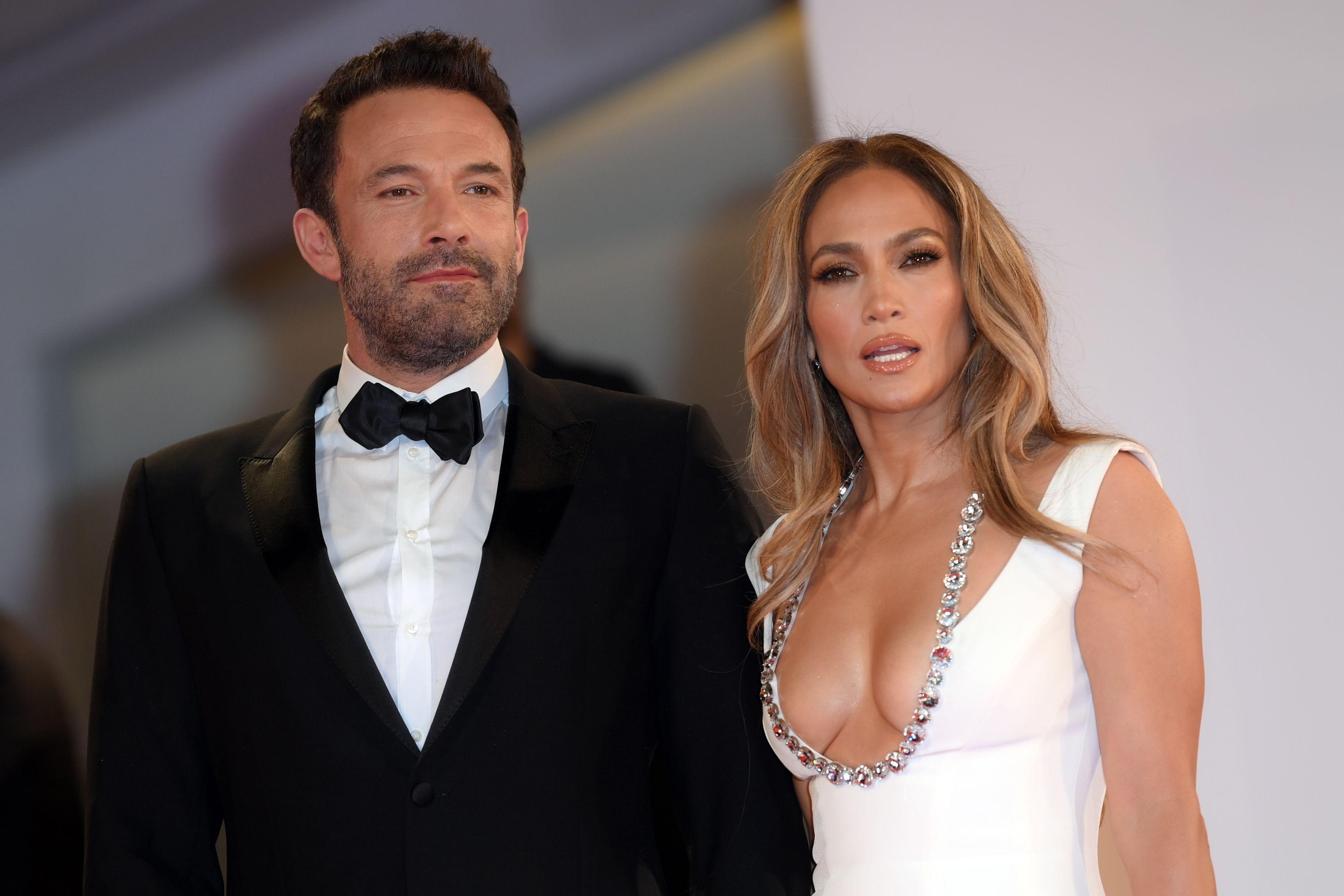 Jennifer Lopez, rochia cu decolteu abisal cu care a făcut senzație la Met Gala. Cât de bine a arătat