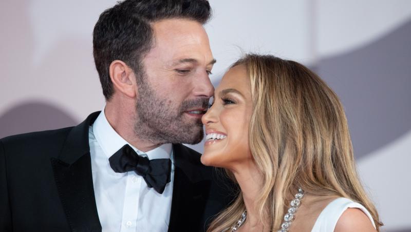 Jennifer Lopez și Ben Affleck, în ipostaze tandre