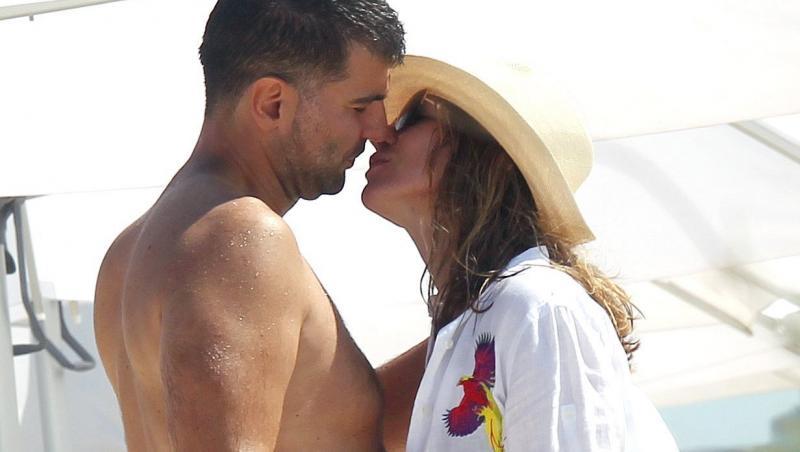 simona halep se saruta cu toni iuruc pe plaja