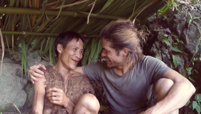 """Ho Van Lang, """"omul Tarzan"""" al zilelor noastre, și-a găsit un prieten în Alvaro Cerezo, la scurt timp după ce a revenit în lumea civilizată"""
