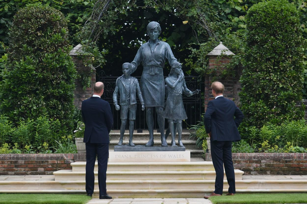Prințul Harry împlinește astăzi 37 ani. Fotografii de colecție cu Prințul Harry și Prințesa Diana