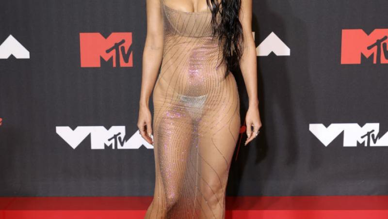 Megan Fox într-o rochie transparentă