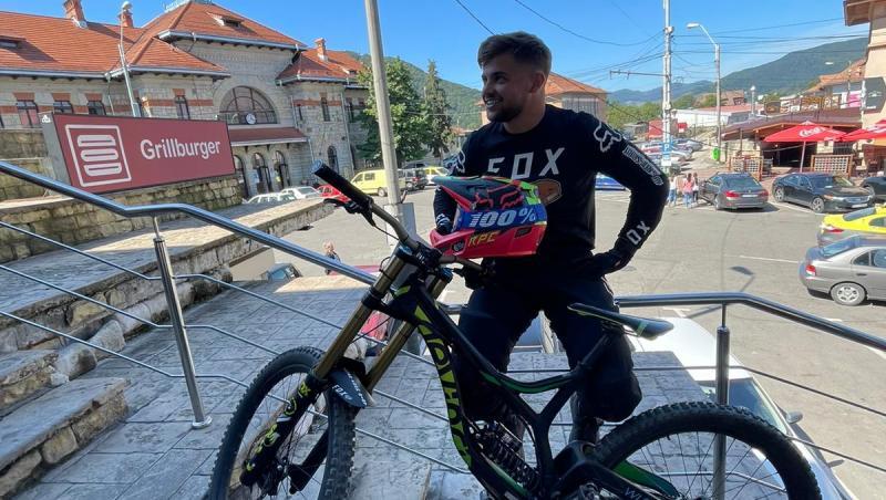 Practicarea unui sport extrem este o pasiune. Pentru mulți colegi din echipa ATVRom reprezintă chiar un stil de viață. Așa se întâmplă și în cazul colegului nostru, Sebastian Grosu.