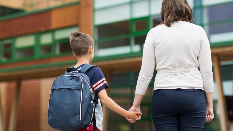O femeie a dezvăluit prin ce situație incredibilă a trecut, atunci când a mers să-și ia copilul de la școală