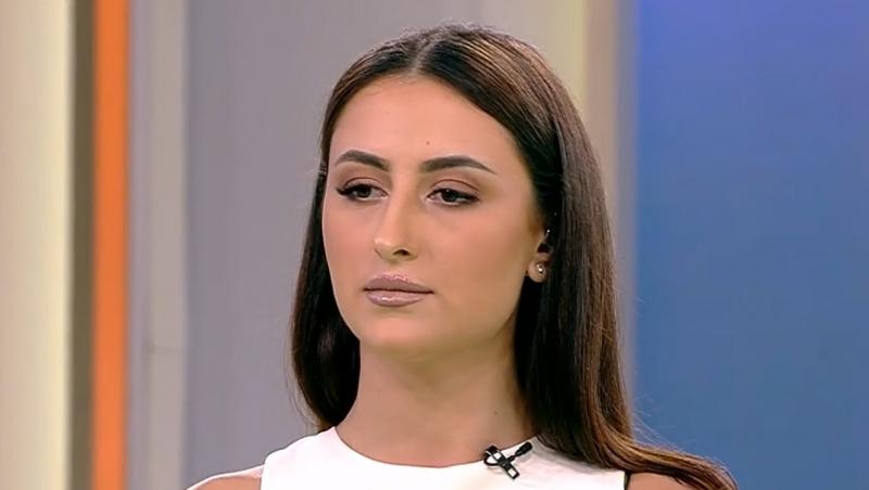 Bianca Ciuraru cu părul întins