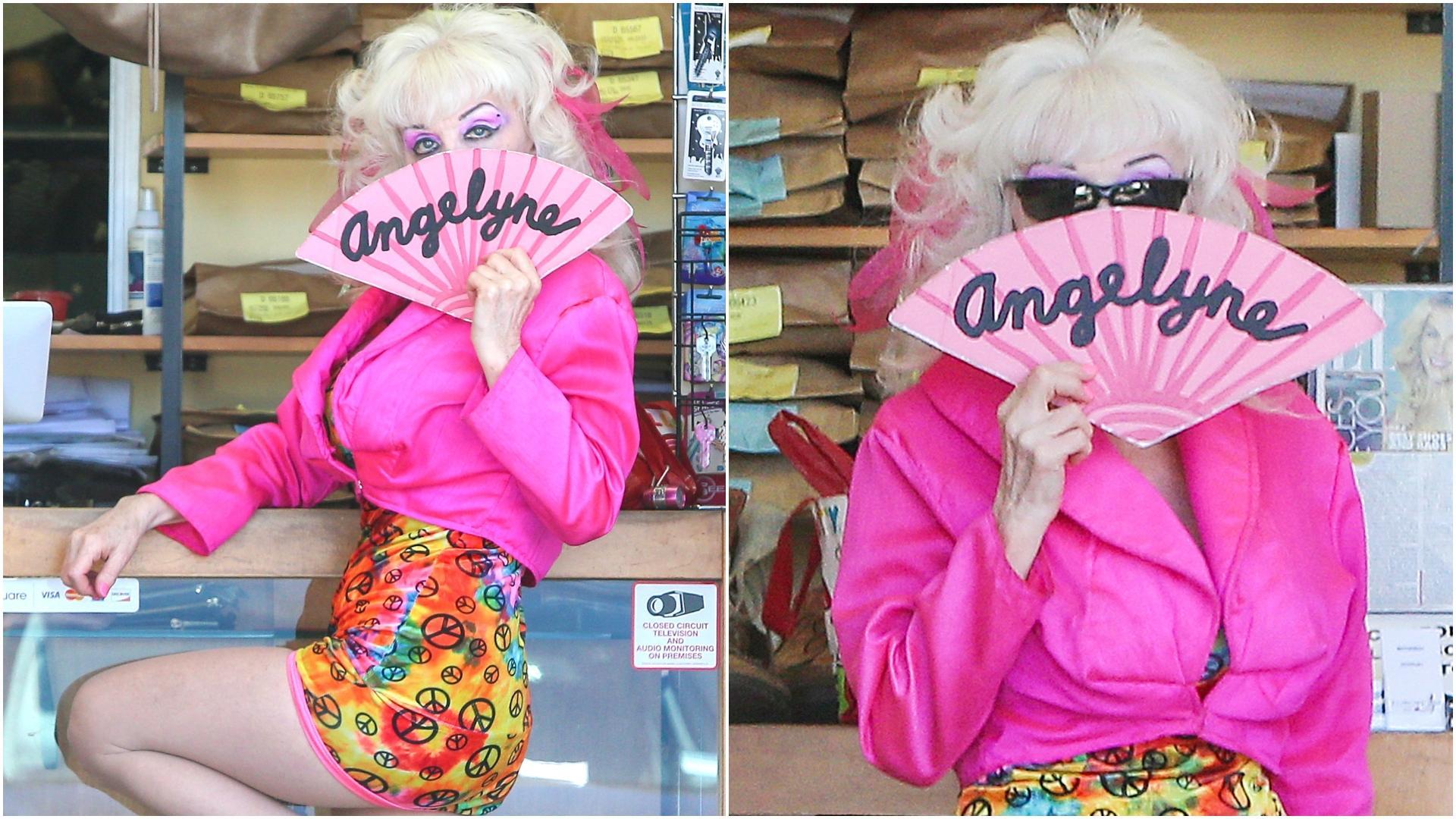 Angelyne are corp de puștoaică, dar puțini îi pot ghici vârsta adevărată fără să-i vadă fața. Cum arată și câți ani are, de fapt