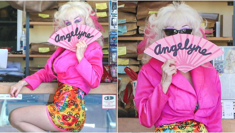 colaj angelyne îmbrăcată în roz, cu evantai