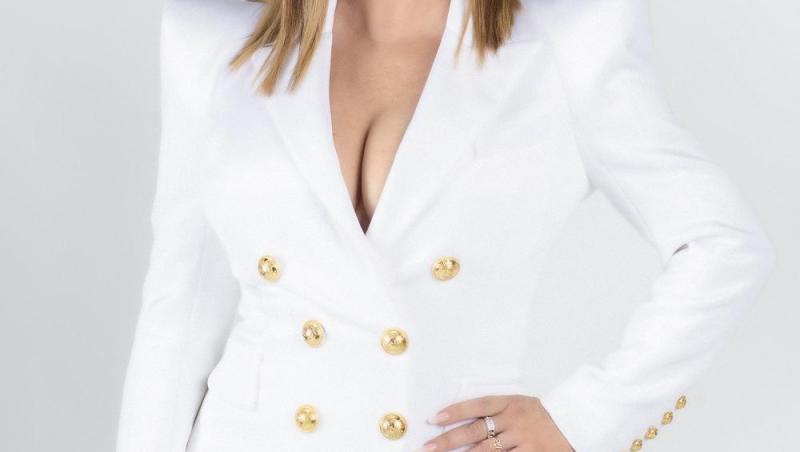 Loredana într-o rochie albă