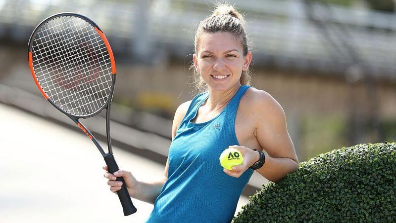 Simona Halep cu paleta de tenis în mână