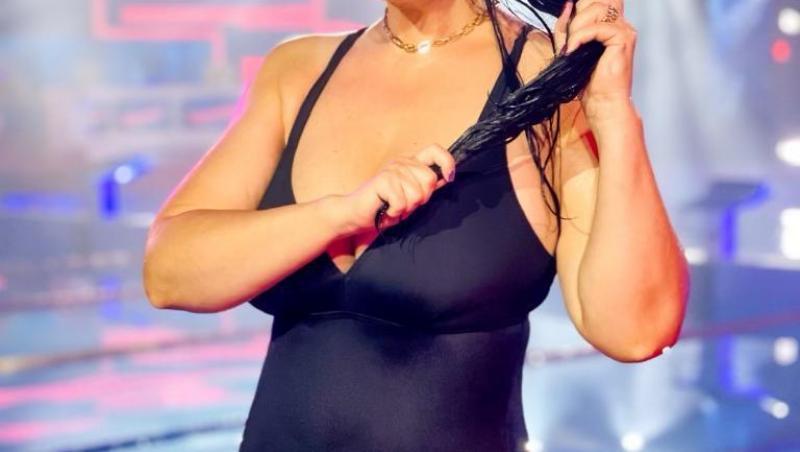 Gabriela Cristea într-un costum de baie negru