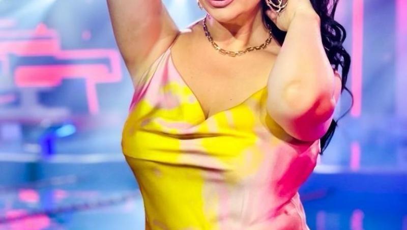 Gabriela Cristea într-o rochie galbenă