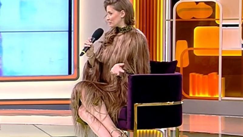 Iulia Albu într-o rochie din păr natural