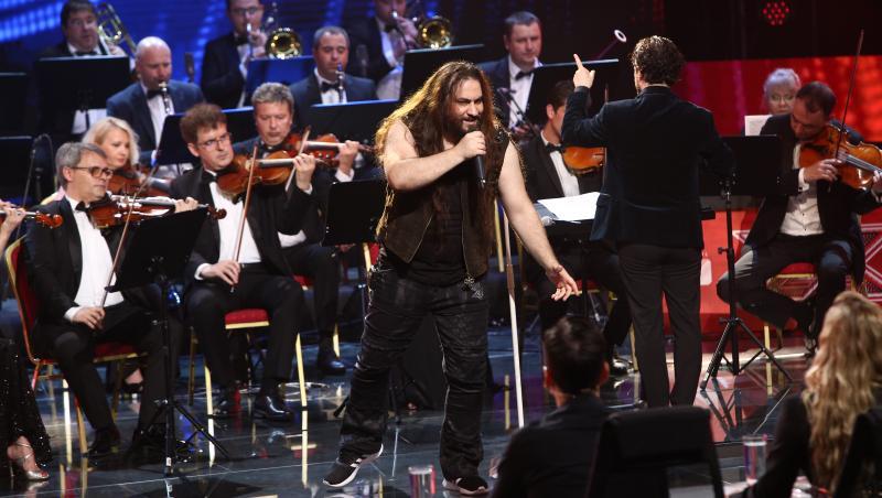 trooper cantand alaturi de orchestra metropolitana la x factor