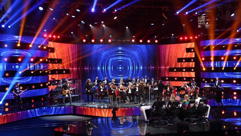 trooper cantand alaturi de orchestra metropolitana pe scena emisiunii x factor