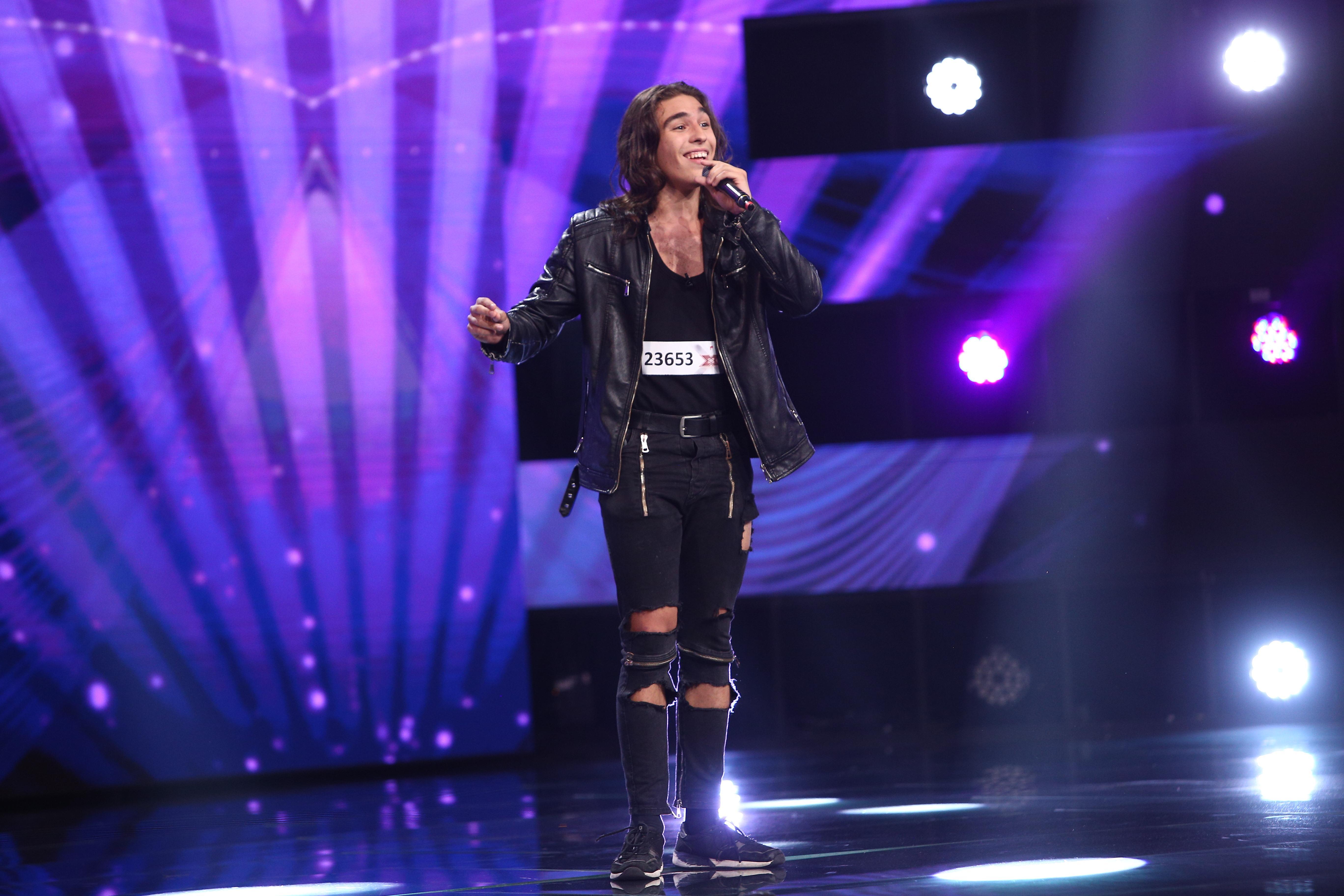 """X Factor 2021, 17 septembrie. Petru Georoiu a făcut show de senzație cu piesa """"Muro Shavo"""", dar nu s-a oprit aici. Ce a urmat"""