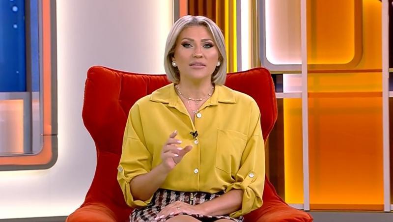 Mirela Vaida într-o bluză galbenă muștar
