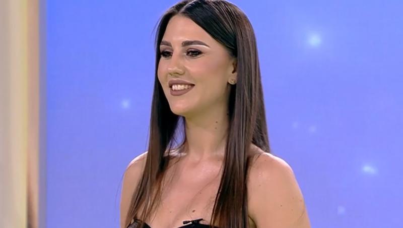 Lavinia Pop zâmbește