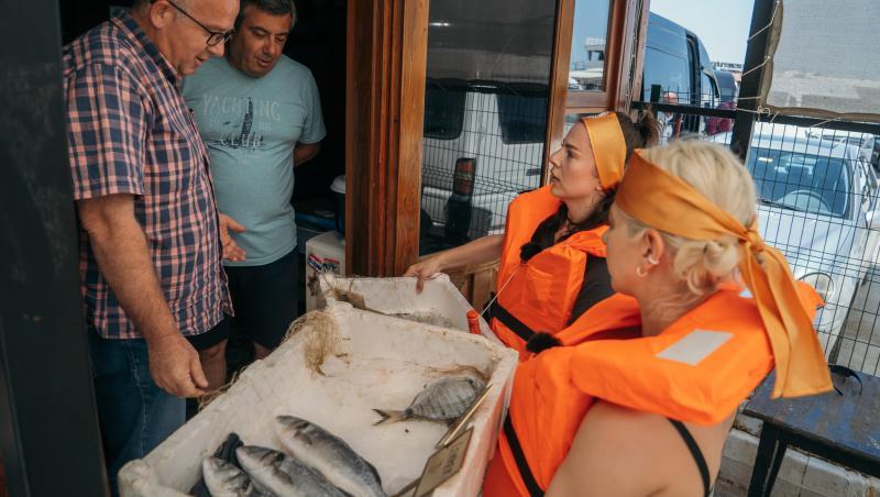 Lidia și Estera Buble vând pește