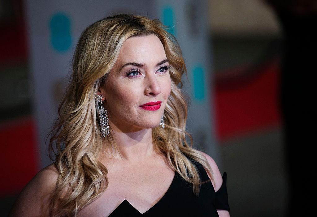 """Kate Winslet a câștigat un premiu Emmy pentru miniseria TV """"Mare of Easttown"""". Cum arată la 23 de ani de când a jucat în Titanic"""