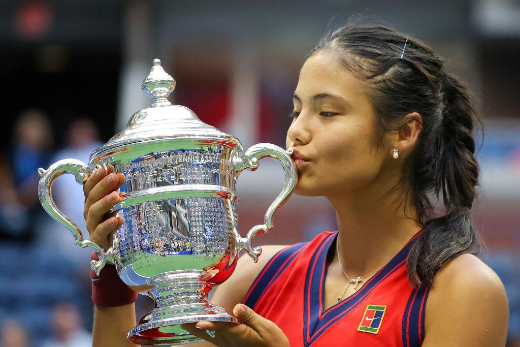 Emma Răducanu a devenit ambasador pentru un brand celebru de bijuterii. Cum a apărut tenismena la Săptămâna Modei de la Londra