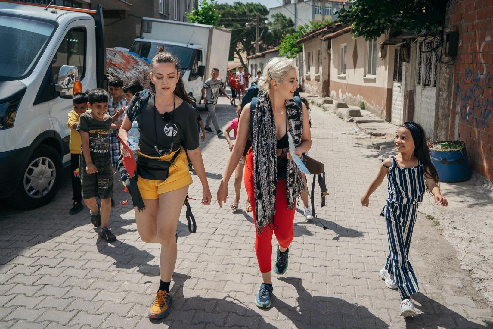 Asia Express - Drumul Împăraților, lider de audiență. Estera și Lidia Buble şi-au adjudecat imunitatea în primul stage