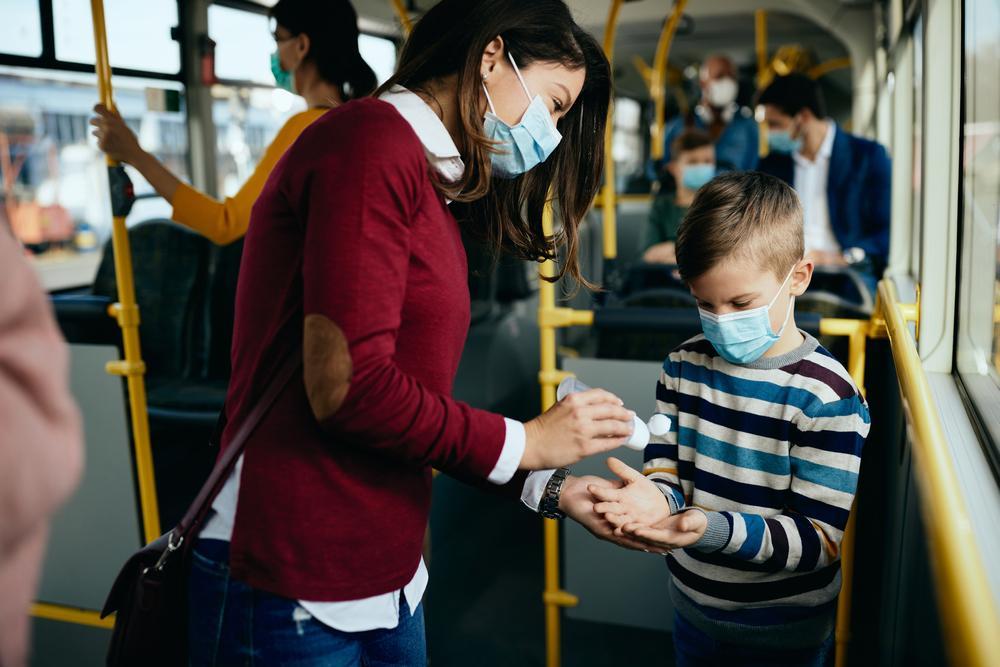 Restricții de circulaţie noaptea, în week-end, program magazine. Regulile pentru vaccinați și nevaccinați după pragul de 6 la mie