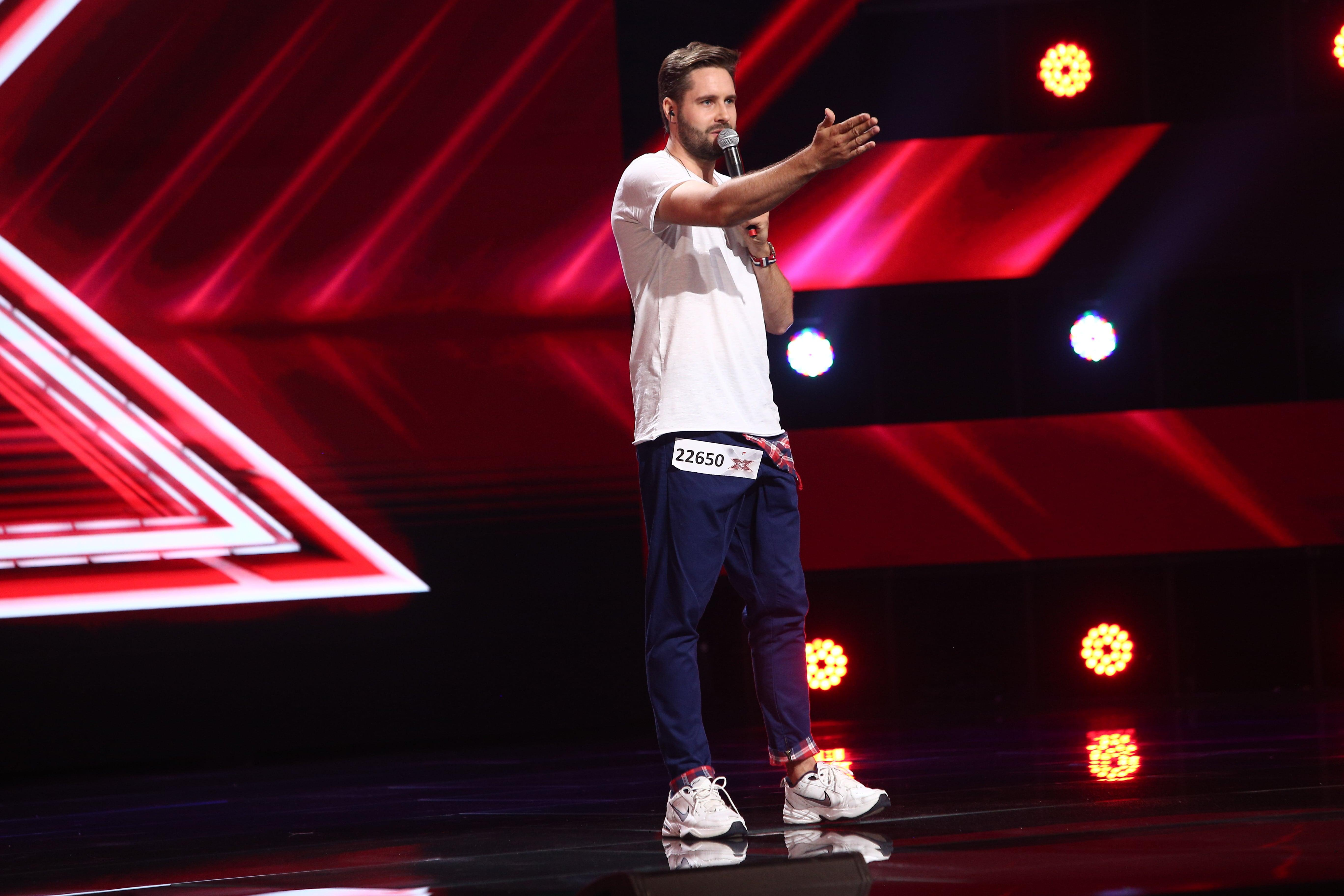 X Factor 2021, 24 septembrie. Daniel Chodyna a venit să-și susțină amicul, dar a cântat și el piesa Can't stop the feeling