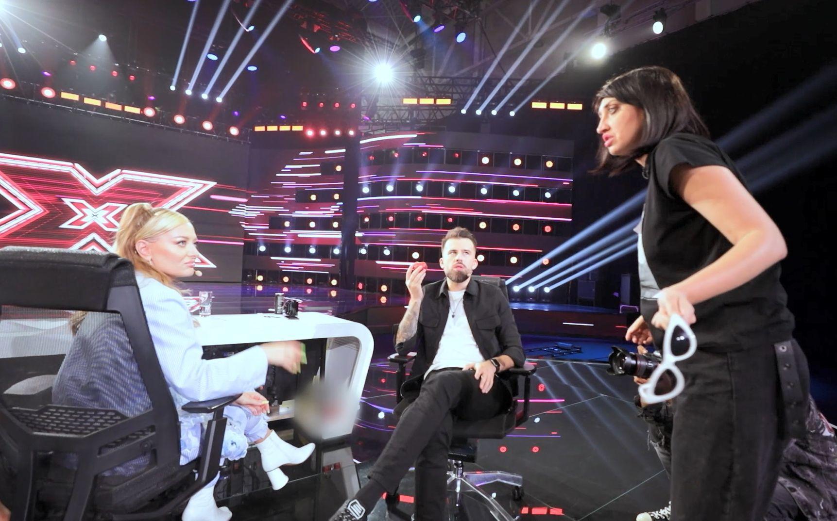 eXtra Factor 2021, episodul 5. Ilona Brezoianu te invită în culisele X Factor și îți prezintă cele mai amuzante momente