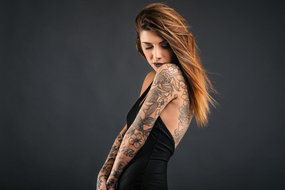 """Sarah Sinclair e dependentă de tatuaje, cu desene pe tot corpul și pe față. Pe unul îl regretă, însă. """"M-am tatuat pentru el"""""""