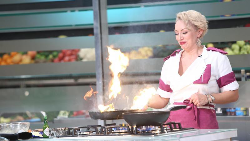 Nicoleta Pop în tunică mov, gătește