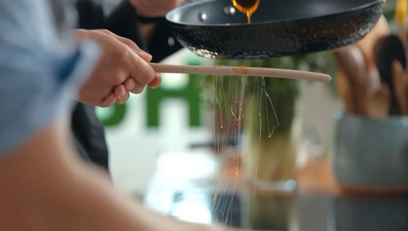 Noul sezon Hello Chef a revenit la TV, iar Roxana Blenche a intrat din nou în bucătătrie pentru a impresiona publicul