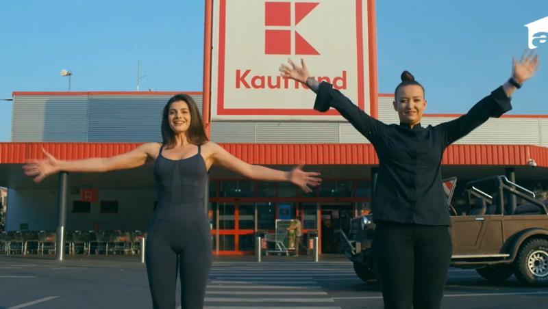 Roxana Blenche, alături de Iuliana Dabija, în fața magazinului Kaufland, pentru filmările Hello Chef