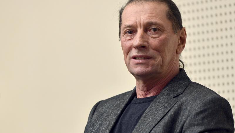 Ivan Patzaichin imbracat intr-un tricou negru si sacou inchis la culoare