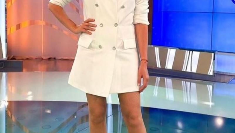 Mirela Vaida într-o rochie albă și scurtă
