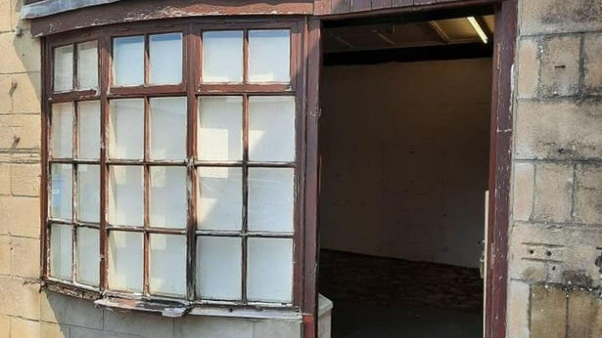 Daniel Bodman își renova magazinul când a găsit un bilet de avertizare în zid. Mesajul a fost pus acum 40 de ani de un muncitor