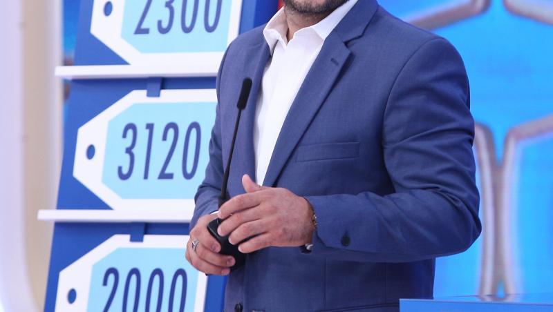 Liviu Vârciu în costum albastru și cămașă albă la Prețul cel bun