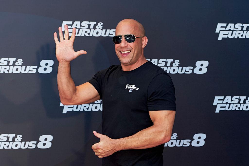 Vin Diesel nu mai are trupul lucrat pe care îl avea odată. Ipostazele în care l-au surprins paparazzi îl fac de nerecuoscut